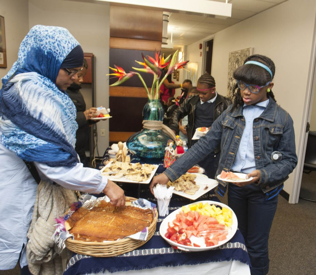 ACM Museum Academy students enjoy the pupusas, curtidas, fresh fruit and corn bread, traditional Salvadoran fare. Photo by Susana Raab/Anacostia Community Museum/Smithsonian Institution